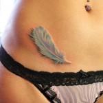 красивая татуировка для девушки - перо на животике