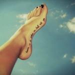 татуировка для девушки на стопе