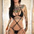 фото девушки с татуировками